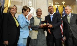 Prof Muhammad Yunus accepts Congressional Gold Medal in Washington