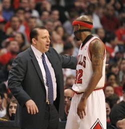 Bulls' coach Thibodeau talks with guard Hamilton during Playoff in Chicago