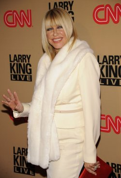 Suzanne Somers attends a party for Larry King's final daily broadcast on CNN held in Beverly Hills, California