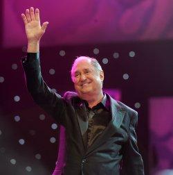 Neil Sedaka performs in London