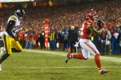 Kansas City Chiefs Albert Wilson recieves a pass for a touchdown in Kansas City