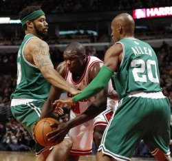 Bulls' Deng trapped by Celtics' Wallace and Allen in Chicago
