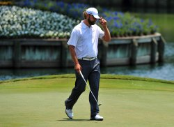 Lucas Glover tips cap after birdie on 17 during the TPC Players in Florida