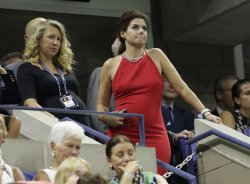 Debra Messing watches tennis at the US Open