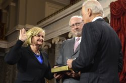 Newly-elected Senator Claire McCaskill sworn in to begin 113th Congress on Capitol Hill