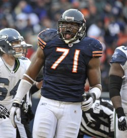 Bears Idonije reacts against Seahawks in Chicago