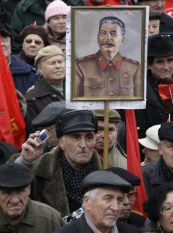 Russian communists celebrate the anniversary of 1917 revolution