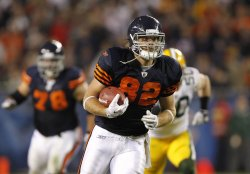Bears Olsen runs with ball against Packers in Chicago
