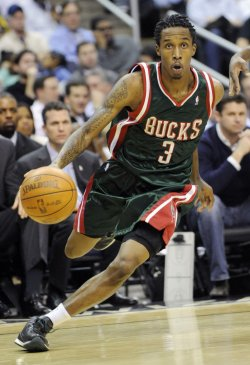 Bucks Jennings plays against Wizards in Washington