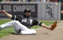 White Sox Quentin dives for ball against Cubs in Chicago