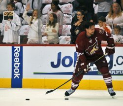 Doan lines up shot during warm ups before second round action of the Stanley Cup playoffs in Arizona