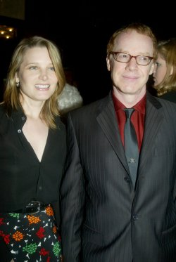 actress Bridget Fonda to wed film composer Danny Elfman