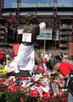 Philadelphia Sportscaster Larry Kalas dies