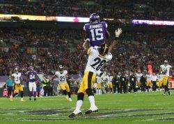 Viking's Greg Jennings scores a touchdown.