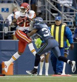 Kansas City Chiefs wide receiver Dwayne Bowe catches a 36-yard touchdown pass in Seattle.