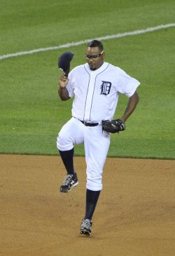 Tigers Valverde walks in from bullpen against Rangers during ALCS in Detroit, Michigan