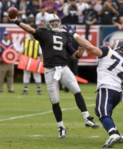 Raiders QB Bruce Gradkowski beats the Rams in Oakland, California