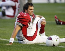 Leinart stretches before game against Bears in Chicago