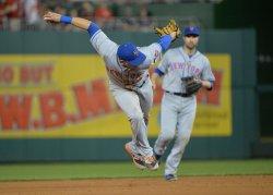 Mets' shortstop Asdrubal Cabrera fields a ball in Washington