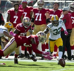 49ers Dontae Johnson dives on a fumbled football