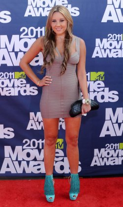 Amanda Bynes arrives at the MTV Movie Awards in Los Angeles