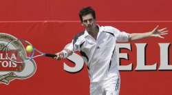HENMAN PLAYS FOREHAND