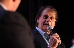 Former St. Louis Cardinals manager Tony La Russa back in St. Louis