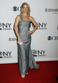 Kelli O'Hara arrives for the 2012 Tony Awards in New York