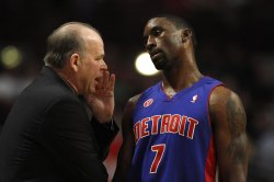 Pistons coach Kuester talks to guard Gordon against the Bulls in Chicago