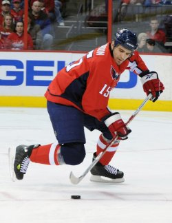 Capitals Gordon handles puck against Coyotes in Washington