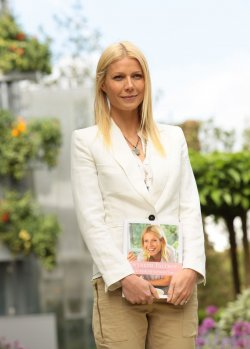 Gwneth Paltrow poses at Chelsea Flower Show