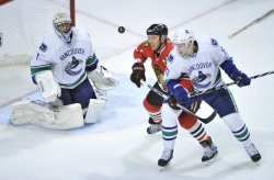 Canucks Luongo, Edler Blackhawks Johnson watch puck in Chicago