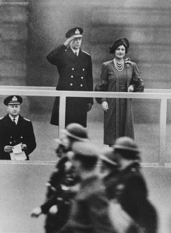 King George VI and Queen Elizabeth on the reviewing stand during 1941 Lord Mayor's Day Parade