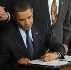 Obama signs health care reform bill for veterans in Washington