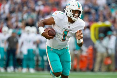 Dolphins Tagovailoa carry for TD against Patriots