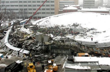 A COVERED MARKET COLLAPSED IN MOSCOW