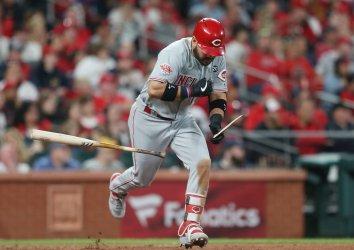 Cincinnati Reds Eugenio Suarez breaks bat