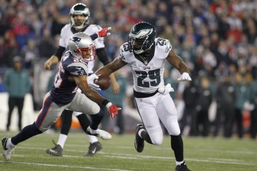 Eagles Murray rushes against Patriots