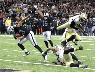 Raiders WR Seth Roberts scores with seconds left in game against Saints