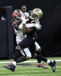 Michael Thomas grabs a Drew Brees pass for 17 yards against the Buccaneers