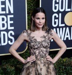 Leslie Bibb attends Golden Globe Awards