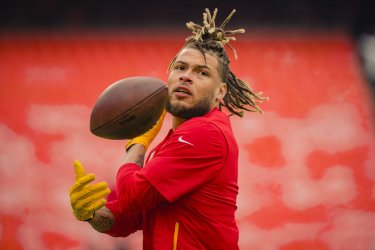 Chiefs Tyrann Mathieu warms up before the game