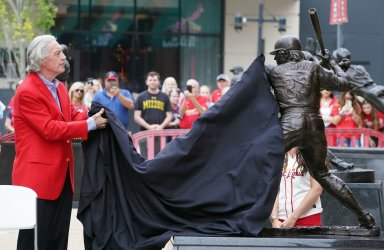 Former St. Louis Cardinals Catcher Ted Simmons Unviels Statue