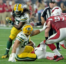 Packers Lacy tries to pick up yardage