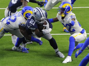 Cowboys' Ezekiel Elliott Goes In For A Touchdown Against The Rams
