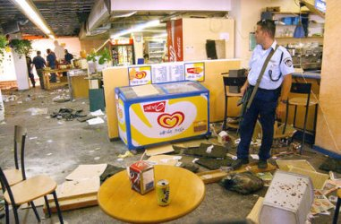 An ISraeli police stands in the debris inside the cafeteria at Jerusalem's Hebrew University after a bombing