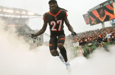 Cincinnati Bengals Dre Kirkpatrick runs onto the field
