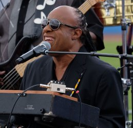 Steve Wonder campaigns for Clinton in Florida