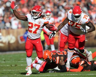 Chiefs Hunt slips tackle of Browns Kirksey