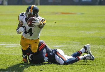 Steelers Antonio Brown goes for a touchdown against Bears Prince Amukamara in Chicago